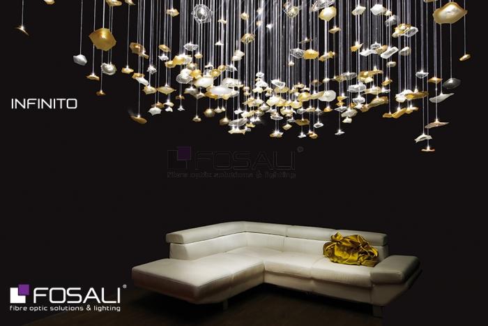 L'installation lumineuse éblouissante Infinito par Fosali, fabricant artisanal de luminaires en fibre optique.
