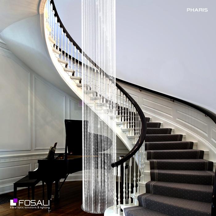 La sublime lampe Pharis par Fosali, fabricant de luminaires artisanaux en fibre optique.